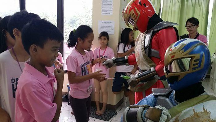 フィリピンの子供たちへ文房具を届けました
